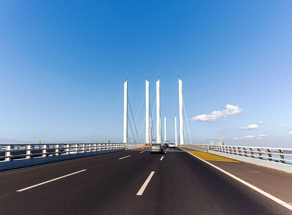 """""""行进在青岛跨海大桥上"""""""
