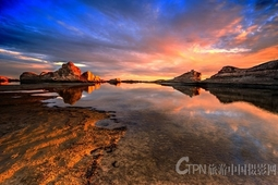 夕阳下的水上雅丹